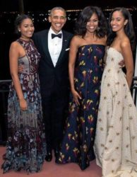 The Obamas - Malia, President Barack Obama, Michelle & Sasha