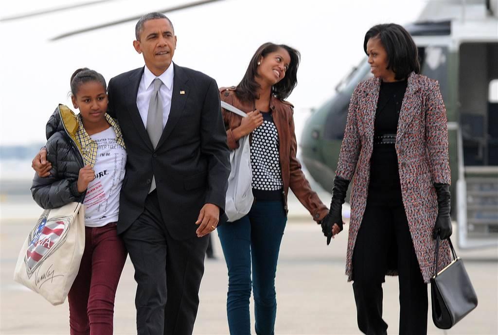 The 44th Presidential Family Obama - Sasha, Barack, Melia  & Michelle