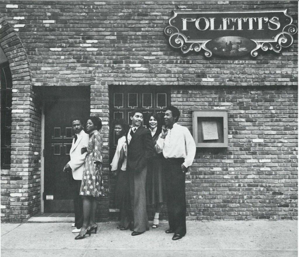 Polett's couples entering the Restaurant